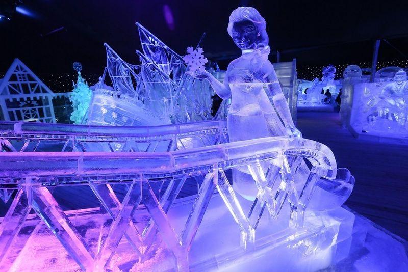 Daar zijn die energieverslindende ijssculpturen terug...