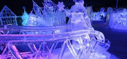 Daar zijn die energieverslindende ijssculpturen terug…