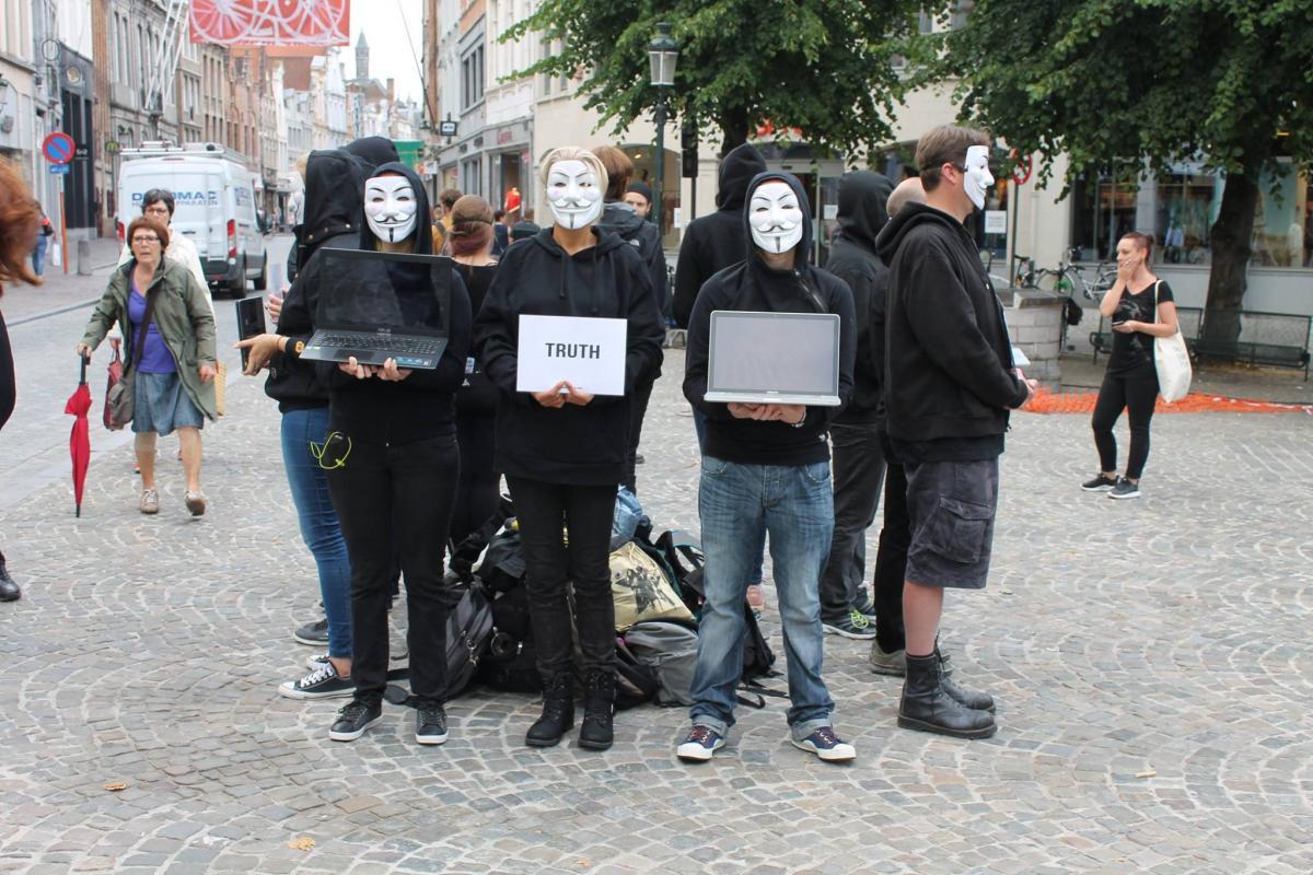 Anonymous voert actie tegen dierenleed