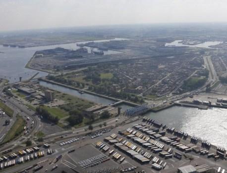Protest tegen nieuwe zeesluis in Zeebrugge