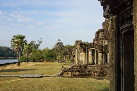 Sideview Angkor Wat