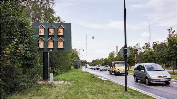 McDonald's suecia utiliza sus vallas publicitarias para albergar abejas 4