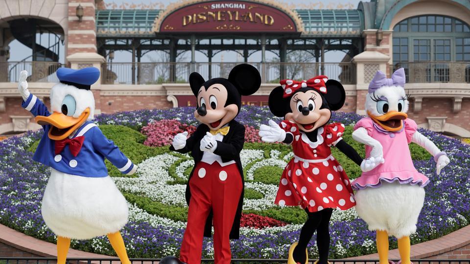 Shanghai Disneyland cast members