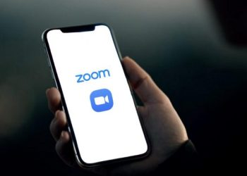 Zoom suspend free user registration in China