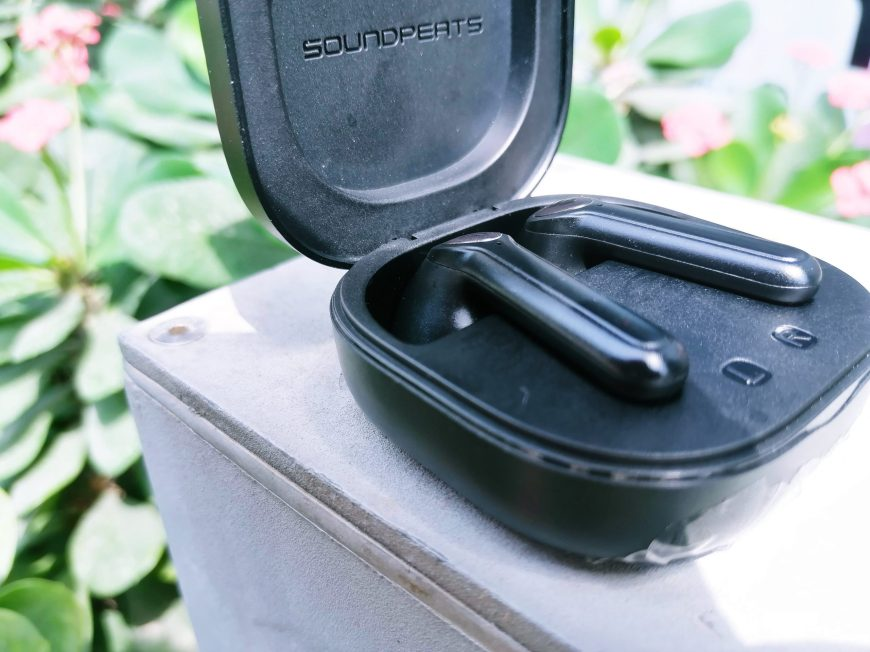 SoundPEATS TrueAir 2 has two pairs of wireless earbuds