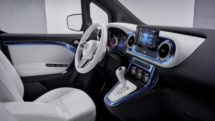 Mercedes Benz Concept EQT gear shift