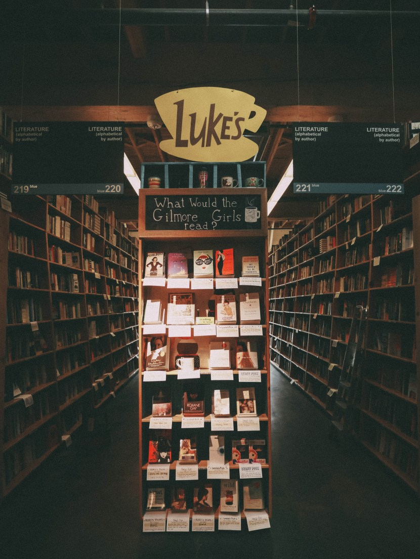 gilmore girls display, powell's books - portland, summer break 2017 | brunch at audrey's