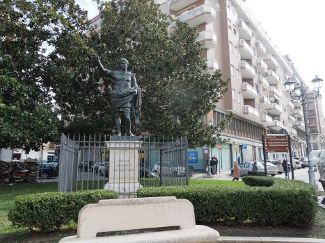 La statua di Augusto a Brindisi