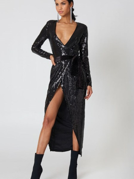 Brunette on Demand New Year's Eve Outfit Ideas Sequin