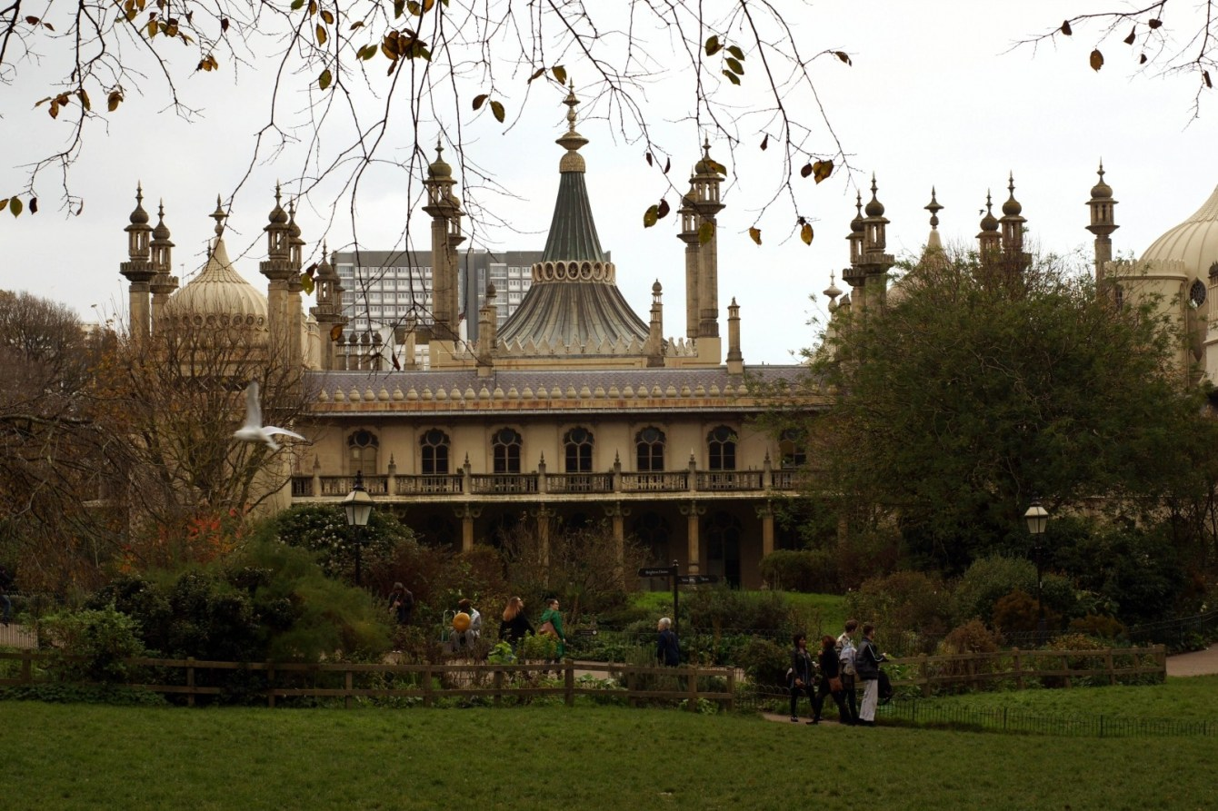 Brunette on Demand Brighton Royal Pavilion
