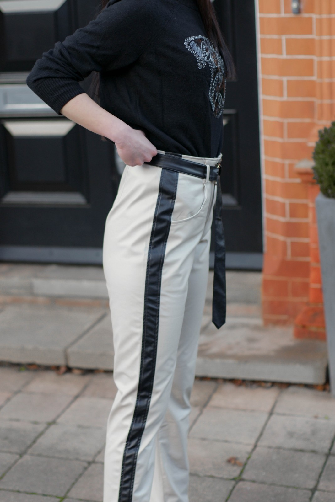 Why-Leather-Pants-Are-Still-In-Style-And-You-Should-Get-A-Pair-10-of-15