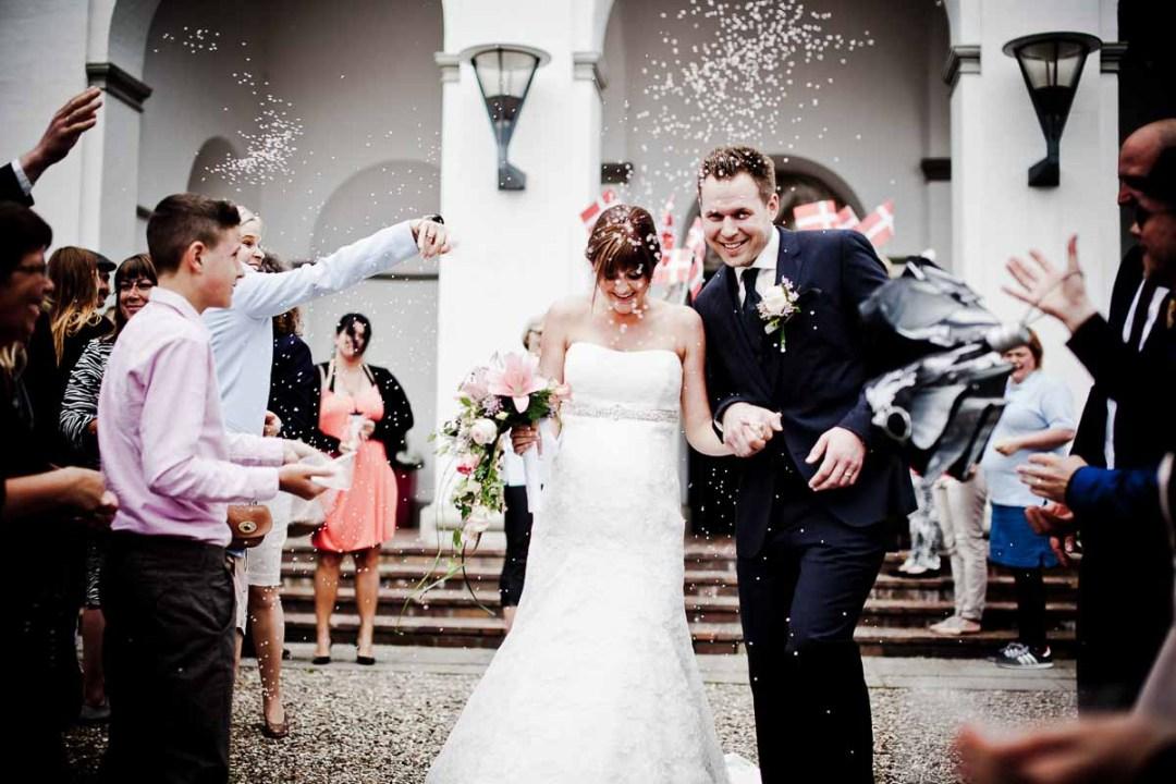 lykønskning i kirken ved bryllup