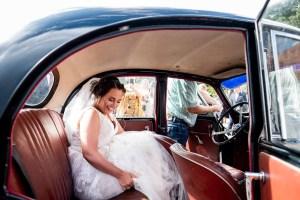 En begejstret bryllupsfotograf