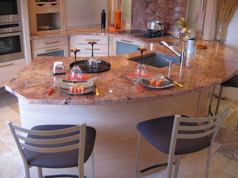 materiaux pour le batiment travaux de construction et renovation amenagement interieur et exterieur carrelage pierre plans de travail cuisines et salles de bain marbre pierre granit composite quartz