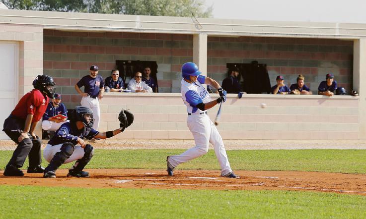 Taglio del nastro del campo da baseball della Tassina