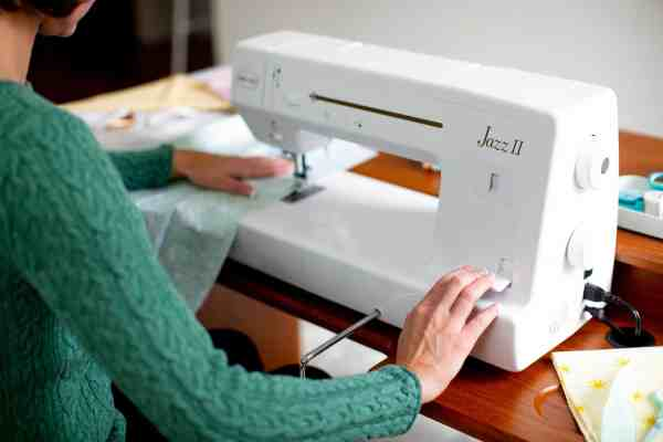 Baby Lock Jazz II 12-inch Quilting and Sewing Machine - Reverse Lever
