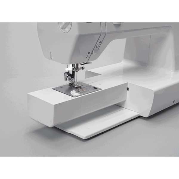With the Jazz machine's free arm, you can sew enclosed items, curved pieces and other tight spaces just as easily as large projects. (BLMJZ)
