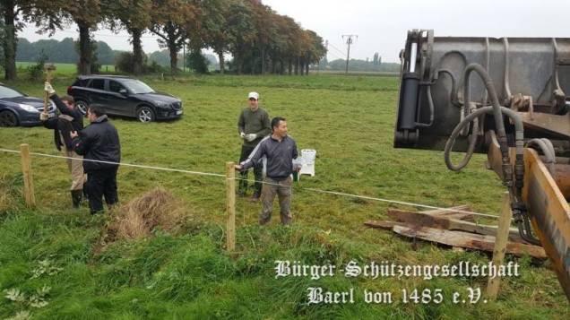Offiziere: Zaunbau am Schießstand