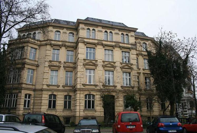 Il palazzo dalla bizzarra scala a chiocciola a Joseph Haydn straße 1.