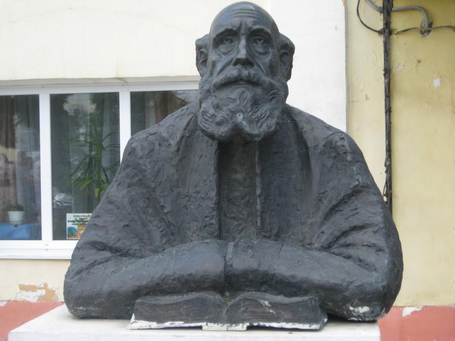 Un monumento dedicato a Nikolaj Fjodorov (1829 – 1903) nella città di Borovsk