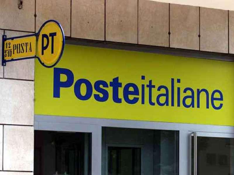 Sottraeva materiale al circuito postale, impiegata 57enne arrestata