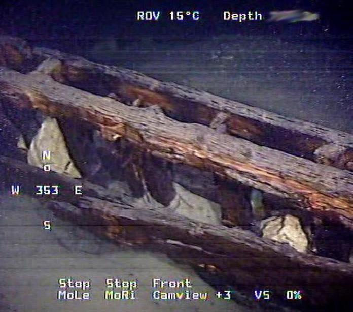 La chiglia del veliero del 1.600 ritrovato nelle acque del Garda, a Tignale.