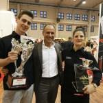 I vincitori del Trismoka Challgenge 2017. A sinistra il campione Daniele Ricci, al centro il titolare di Trismoka Paolo Uberti, a destra Arianna Peli. www.bsnews.it
