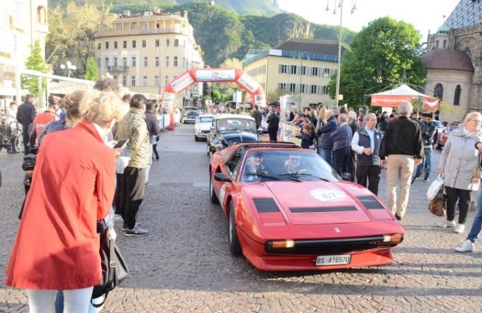 Un momento dell'edizione dello scorso anno della 500 Miglia Touring a Brescia