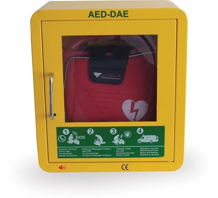 Il defibrillatore è l'apparecchio salvavita in grado di effettuare la defibrillazione delle pareti muscolari del cuore - www.bsnews.it