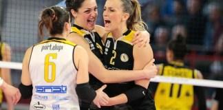 La gioia delle giocatrici bresciane dopo un punto - foto da ufficio stampa - www.bsnews.it