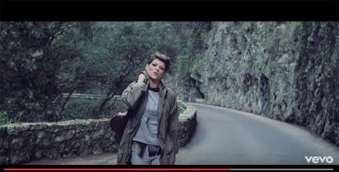 Un frame da Youtube del video di Comunque andare di Alessandra Amoroso, girato a Tremosine - www.bsnews.it