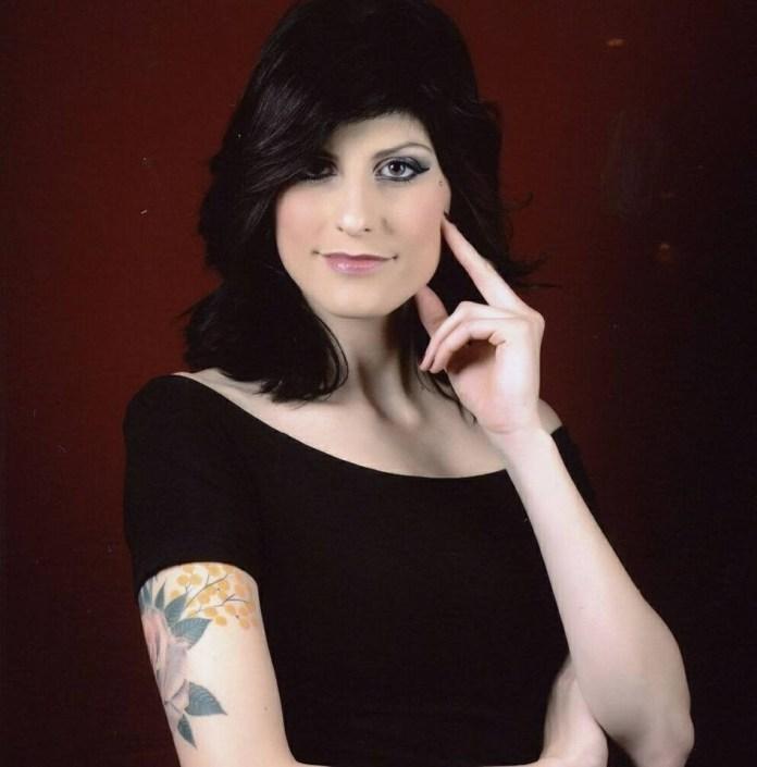 Simona Bonassi, finalista di Lookmaker Academy in onda su Sky, è originaria di Rovato, ma vive a Castrezzato e lavora a Palazzolo