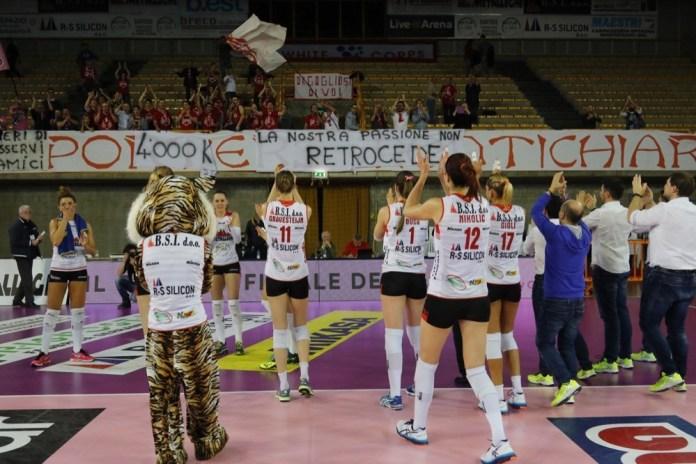 Metalleghe Montichiari, il saluto dei tifosi, foto da ufficio stampa, www.bsnews.it