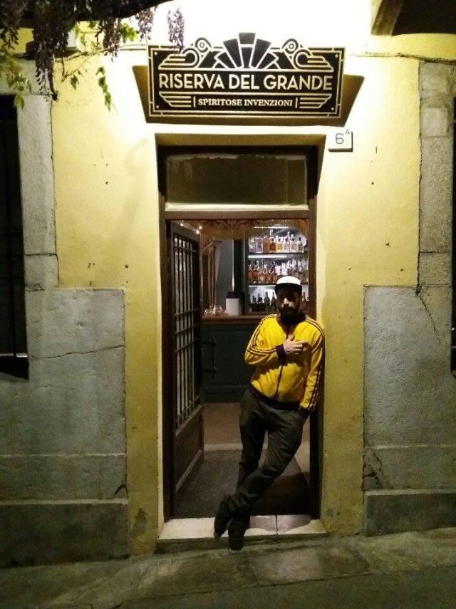Ampelio Zecchini all'ingresso del suo nuovo locale, La Riserva del Grande