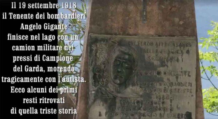 Il coppo che ricorda il Fiat 18BL inabissato a Campione nel 1918 e ritrovato dai volontari del Garda nel 2017, foto da video di Luca Turrini, www.bsnews.it