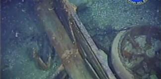 Un'immagine del Fiat 18BL inabissato a Campione nel 1918 e ritrovato dai volontari del Garda nel 2917, foto da video di Luca Turrini, www.bsnews.it