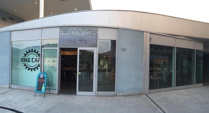 L'esterno del locale RING CAFE' di via Triumplina, foto presa da Facebook. www.bsnews.it