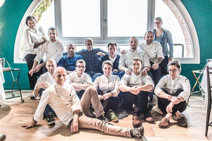 Lo staff del ristorante Lido84 di Gardone Riviera, foto da Facebook