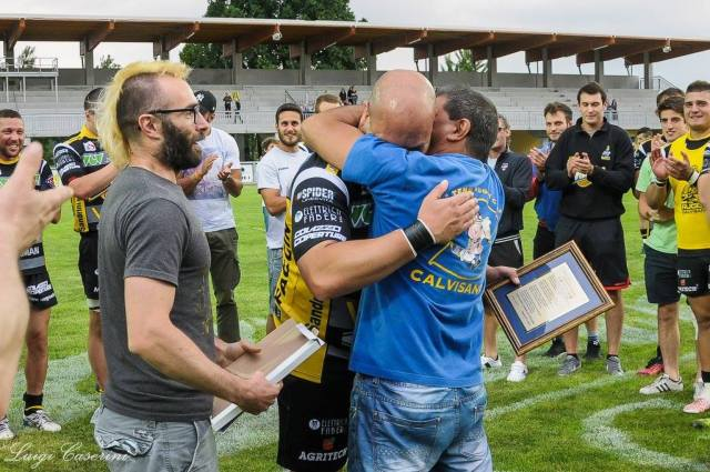 Rugby, i festeggiamenti per il sesto scudetto del Calvisano, conquistato contro Rovigo, foto da pagina ufficiale Facebook