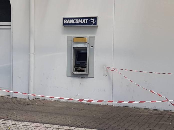 Banda in azione con l'esplosivo al bancomat del Simply di Gussato, foto di Simone Valetti