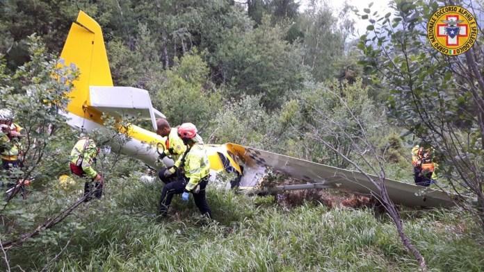 I resti dell'aereo da turismo trovato oggi a Sonico dal Soccorso Alpino, foto da Cnsas