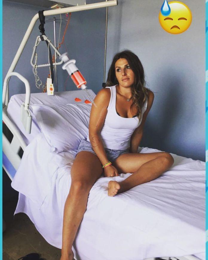 La sciatrice Nadia Fanchini sul letto d'ospedale, foto da Facebook