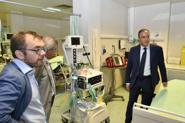 L'assessore regionale Gallera e il presidente della commissione Sanità Rolfi all'ospedale di Chiari, foto Regione Lombardia