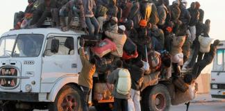 Un camion stracolmo di persone, foto generica da web
