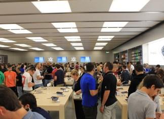 Ressa al Leone per il lancio del nuovo cellulare di casa Apple