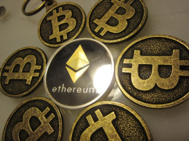 """Bitcoin Keychains with Ethereum Collecti"" (CC BY 2.0) by btckeychain"