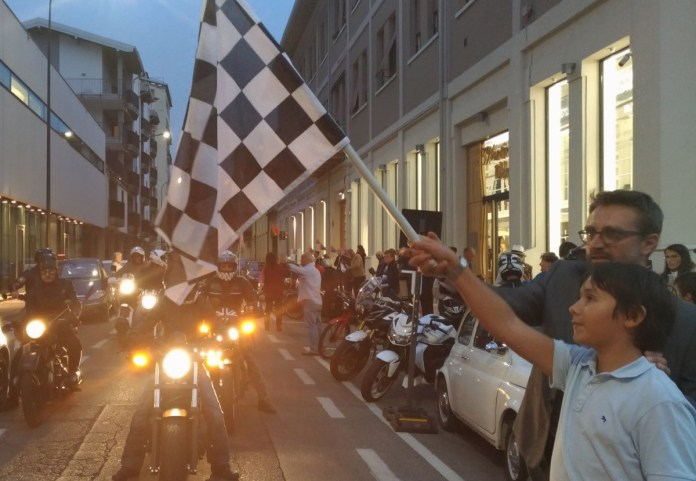 La partenza della Brescia-Napoli da via Vantini, www.bsnews.it