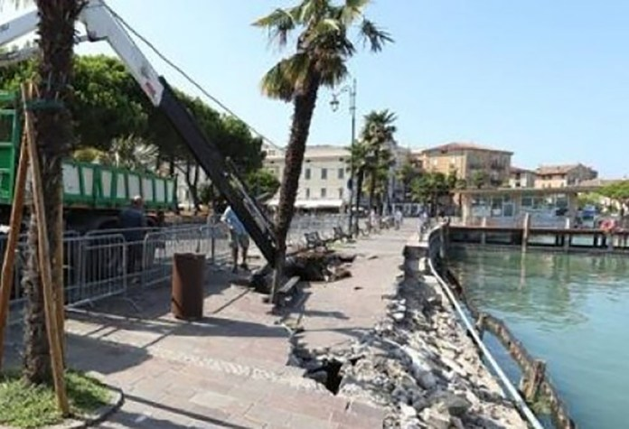 Il lungolago di Desenzano, crollato nei giorni scorsi