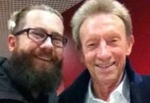 Il giornalista Giovanni Armanini con l'ex pallone d'oro Denis Law