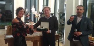 La premiazione della vincitrice della Brescia-Napoli, Laura Bonardi, mentre riceve in premio l'orologio Paul Picot